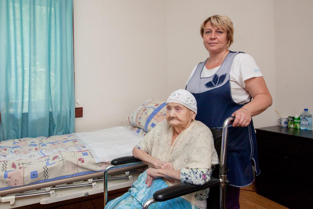 персонал пансионата для престарелых инвалидов